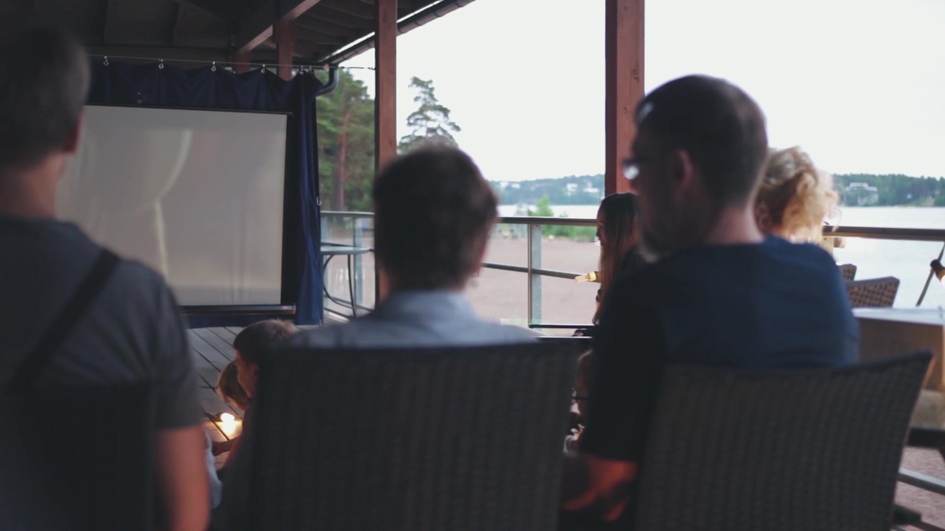 Elokuvan katselua yhdessä Turussa